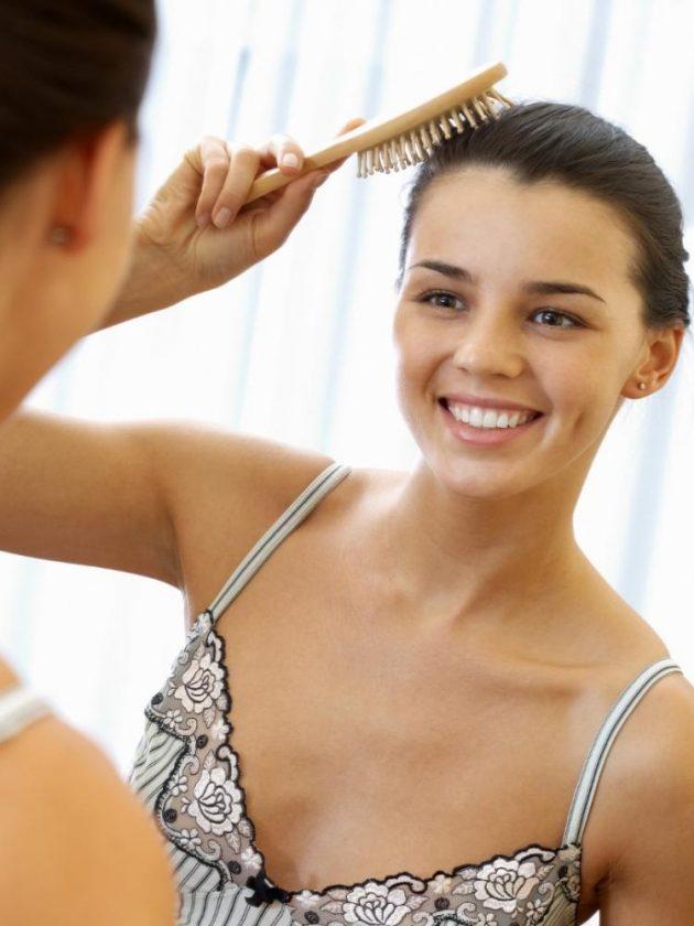 Plastic-free bamboo hair brush from Green Eco dream
