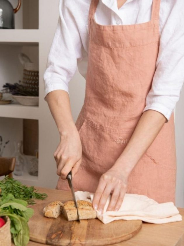 Eco-friendly peach-coloured linen apron from Sauth's