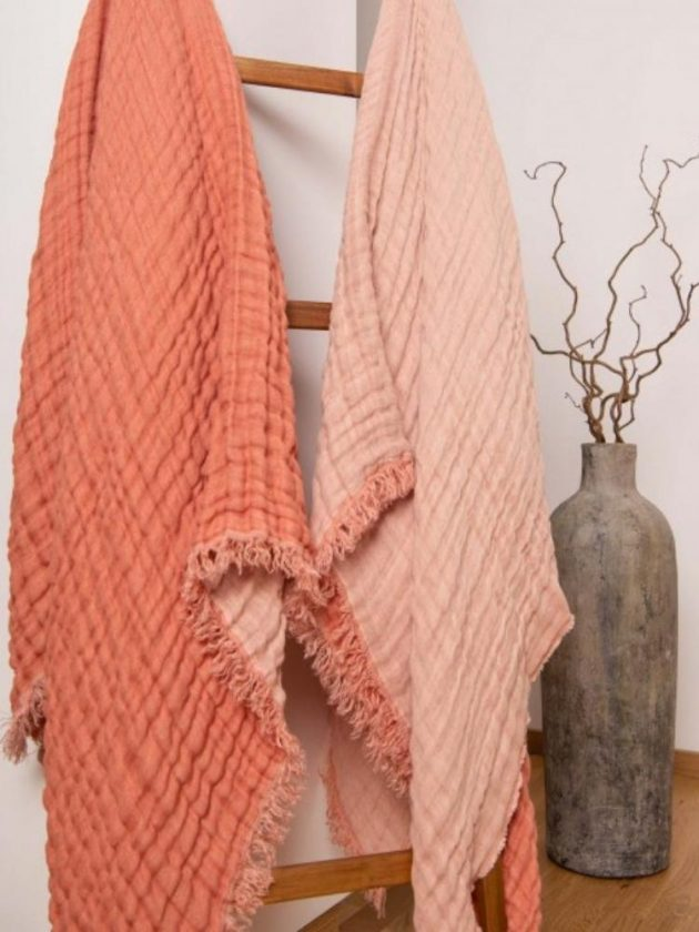 Sustainable linen blankets from Sauth's