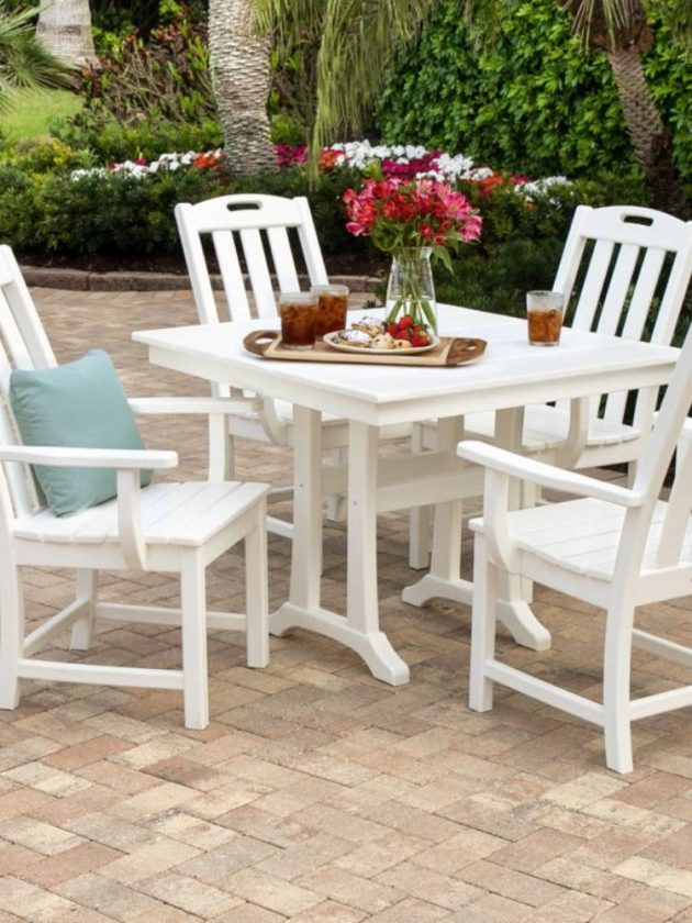 Ethical outdoor table and chairs from Trex Furniture