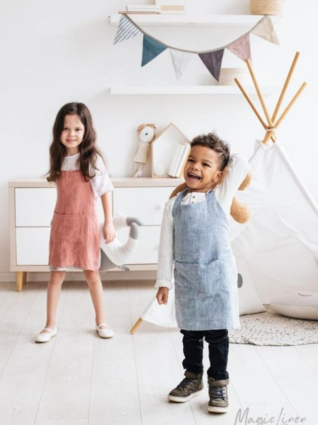 Eco-friendly blue and pink kids aprons from MagicLinen